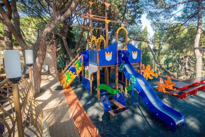 Детская площадка отеля Атлантида