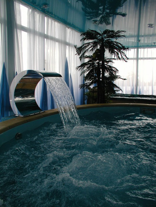 Гидромассажная ванна в спа-салоне гостиницы Атриум-Виктория
