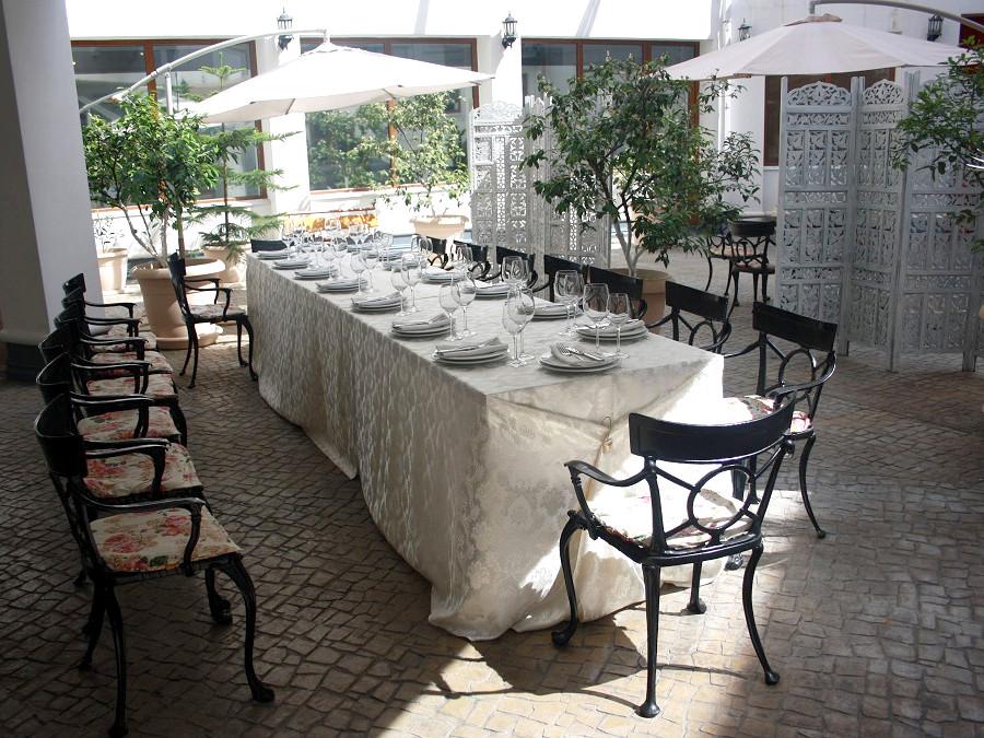 Банкет во внутреннем дворике гостиницы Атриум-Виктория