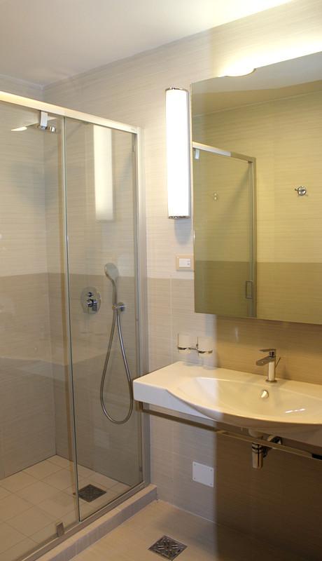 Туалетная комната в номере Приморского корпуса санатория Авангард