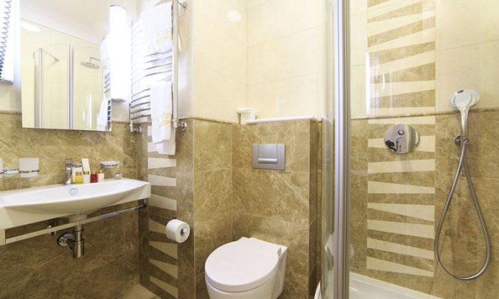 Туалетная комната одноместного номера санатория Авангард