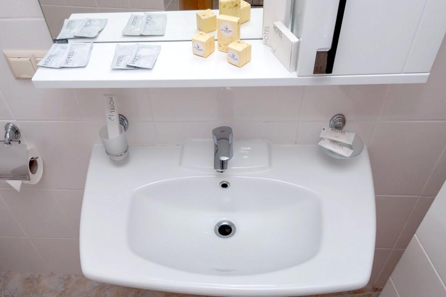 Туалетная комната номера Комфорт двухместный отеля Азор