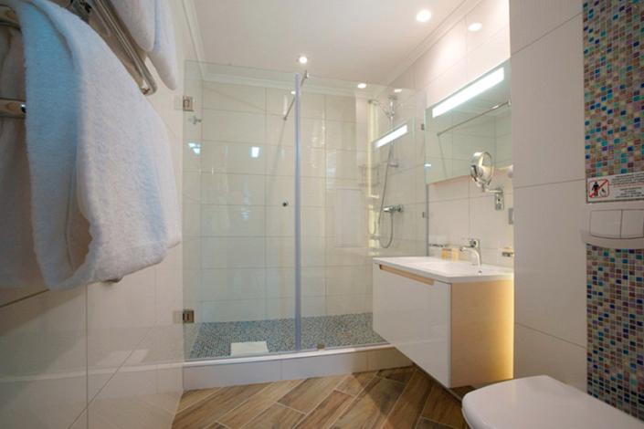 Туалетная комната номера Делюкс отеля Багатель