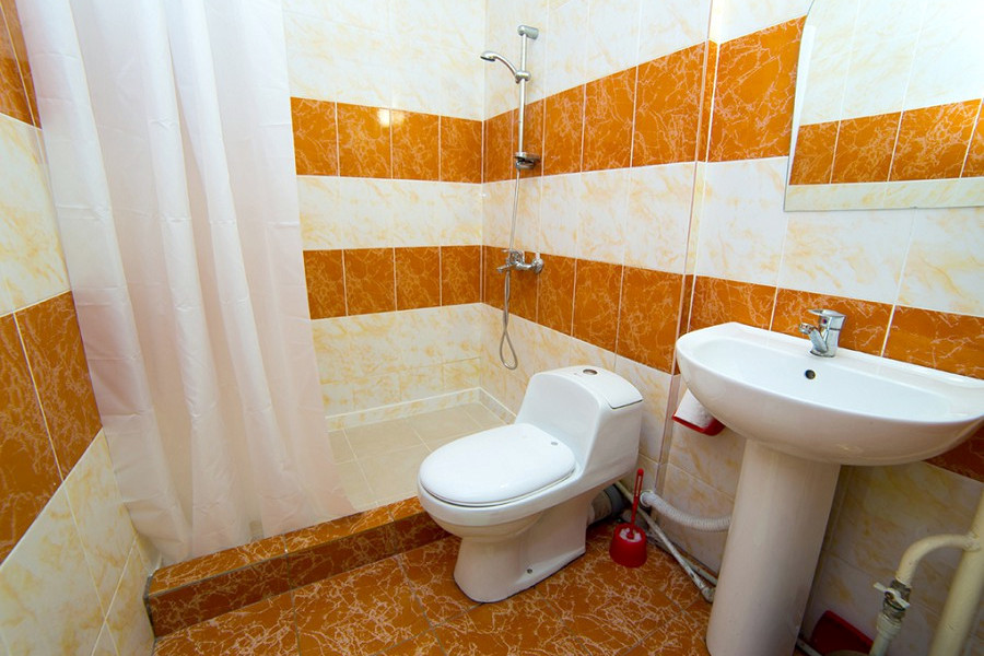 Туалетная комната Стандартного номера в Новом корпусе пансионата Багрипш