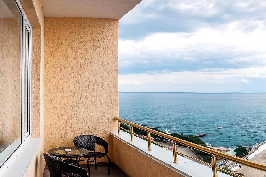 Вид с балкона одного из Стандартных номеров отеля Бартон Парк