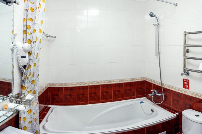 Туалетная комната номера Полулюкс в отеле Бартон Парк