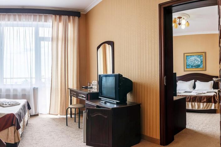 Семейный четырехместный двухкомнатный номер отеля Бартон Парк