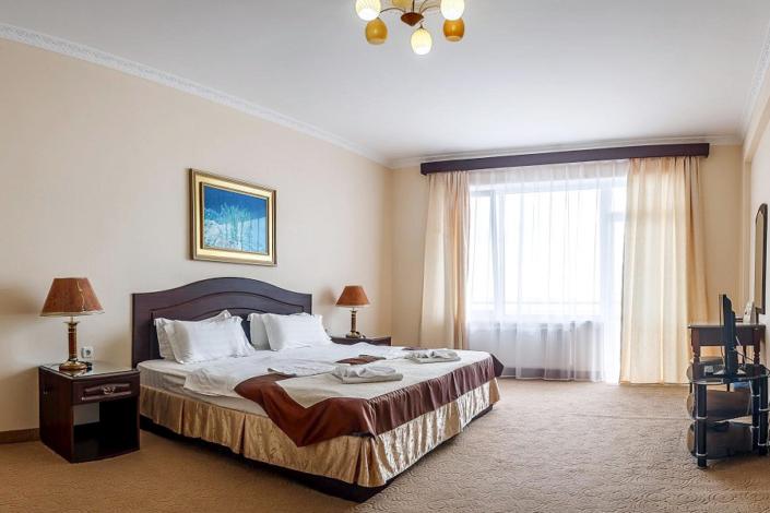 Люкс двухместный двухкомнатный отеля Бартон Парк