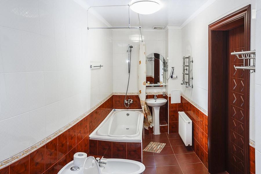 Туалетная комната номера Люкс в отеле Бартон Парк