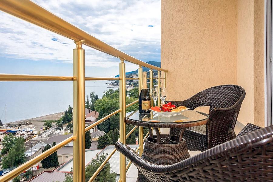 Вид с балкона одного из номеров Люкс отеля Бартон Парк