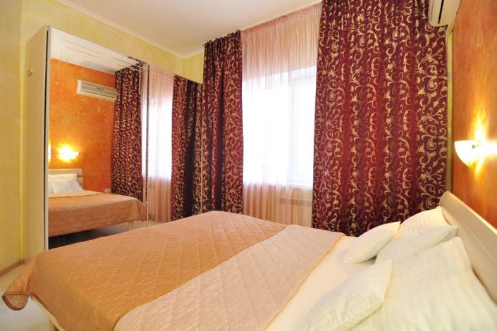 Люкс шестиместный трехкомнатный с кухней отеля Бавария