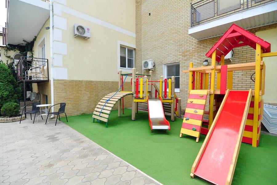 Детская площадка отеля Бавария