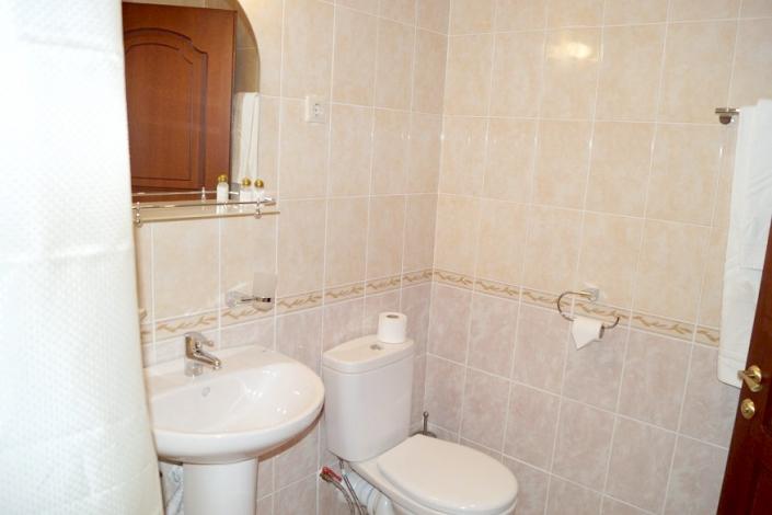 Туалетная комната Стандартного номера ПК в Корпусе № 4 комплекса отдыха Беларусь