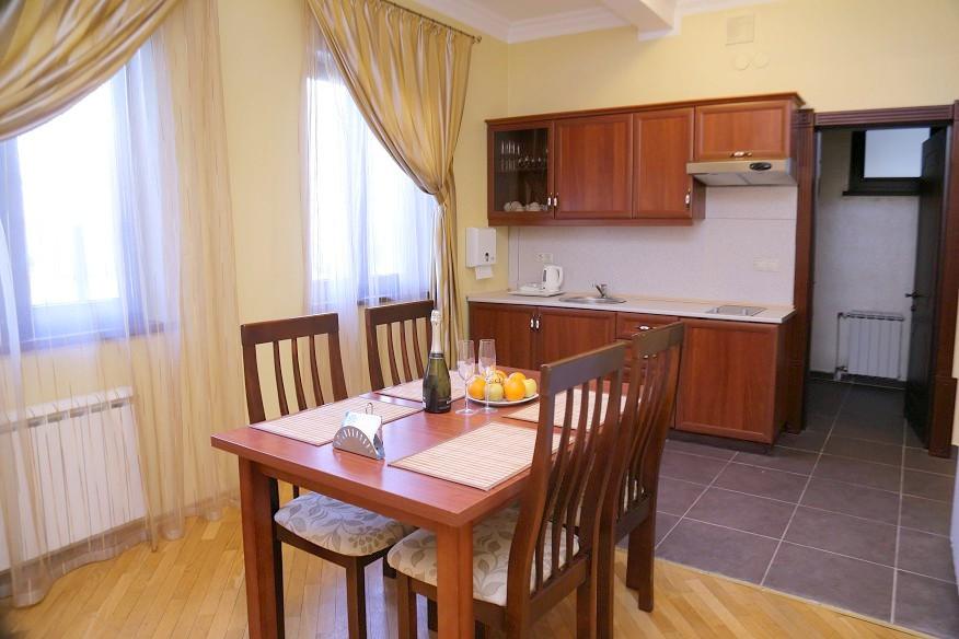 Кухня в коттедже комплекса отдыха Беларусь