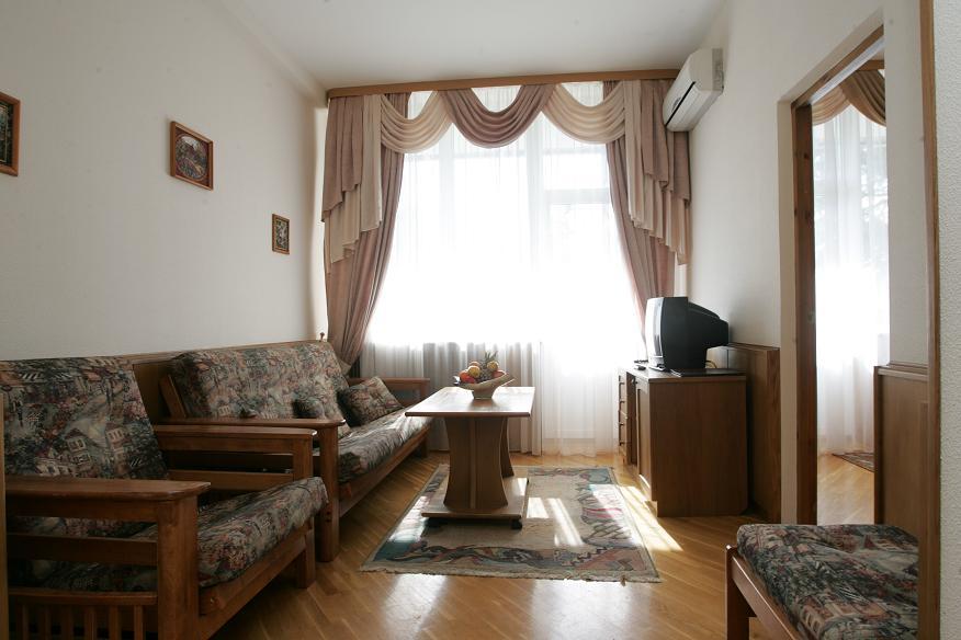 Гостиная номера Люкс в Приморском корпусе санатория Беларусь
