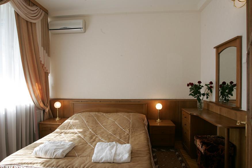 Спальня номера Люкс в Приморском корпусе санатория Беларусь