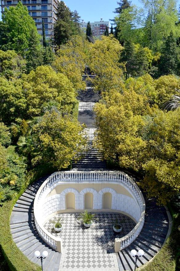 Лестница в парке санатория Беларусь, Сочи