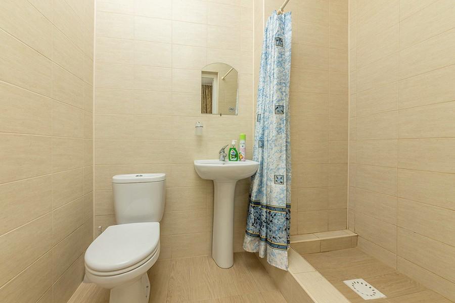 Туалетная комната Стандартного номера в гостевом доме Белая лилия