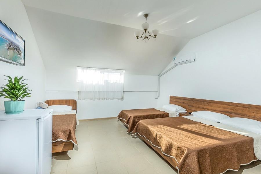 Стандарт четырехместный гостевого дома Белая лилия