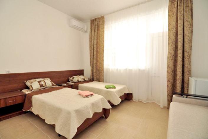 Комфорт четырехместный гостевого дома Белая лилия