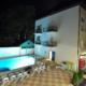 Бассейн гостевого дома Белая лилия вечером