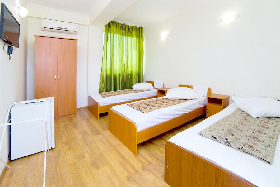 Стандартный трехместный номер гостевого дома Белая панама