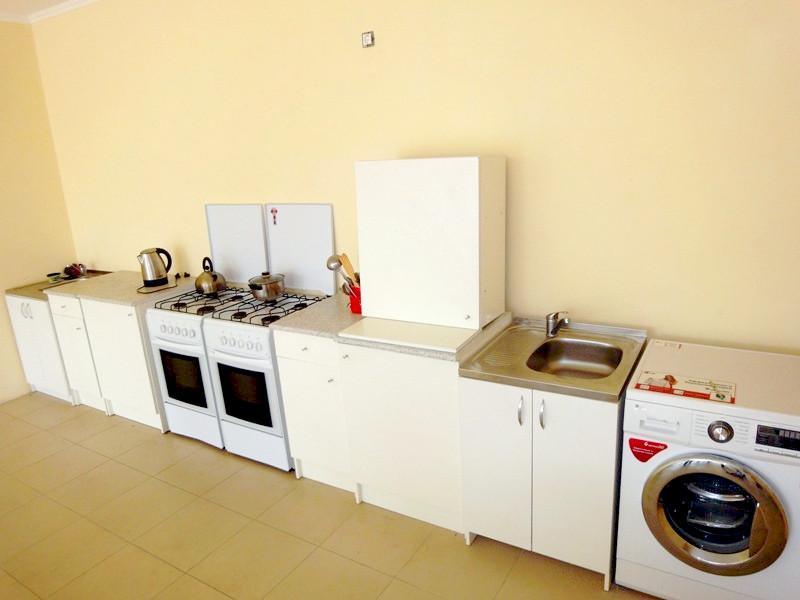 Общая кухня гостевого дома Белая панама