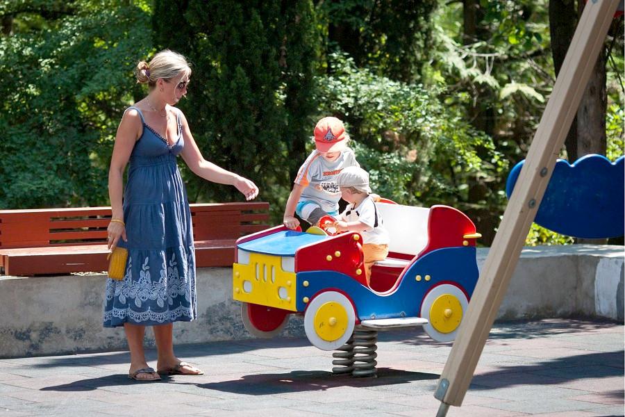 Детская площадка на территории санатория Белоруссия