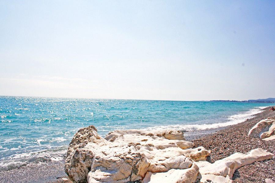 Пляж Белые скалы, пос. Цандрипш, Абхазия