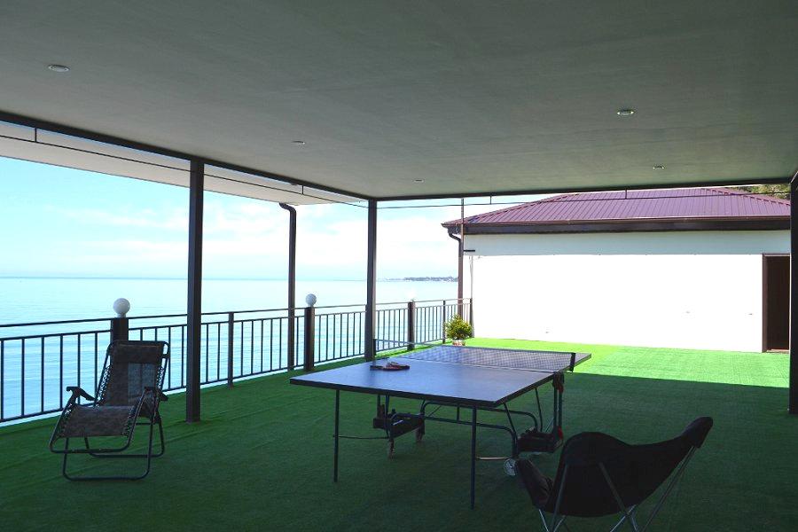 Терраса пляжного корпуса гостиницы Белые Скалы