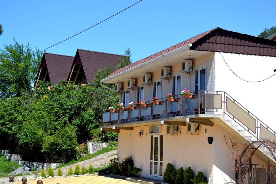 Один из корпусов гостиницы Белые Скалы, Гагра, пос. Цандрипш