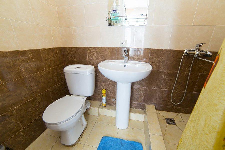 Туалетная комната номера Люкс двухместный гостиницы Белые скалы