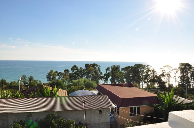 Вид на море с балкона гостевого дома Белый, Псырдзха, Новый Афон, Абхазия