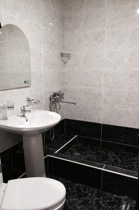 Туалетная комната Стандартного номера гостевого дома Белый, Псырдзха, Новый Афон, Абхазия