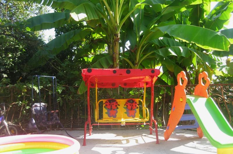 Детская игровая площадка гостевого дома Белый, Псырдзха, Новый Афон, Абхазия