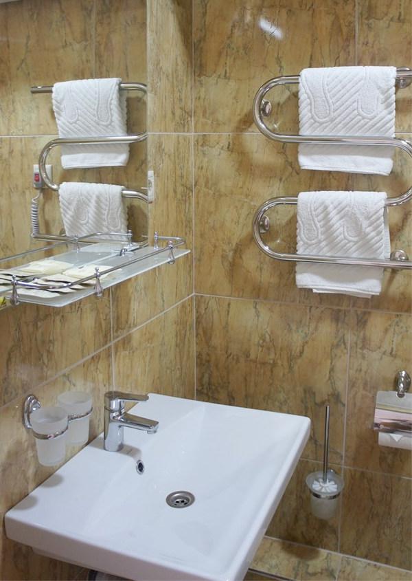 Туалетная комната Стандартного номера в Корпусе 2 отеля Берег эвкалиптов