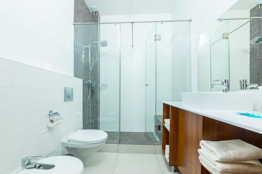 Туалетная комната номера Triplе SV отеля Beton Brut