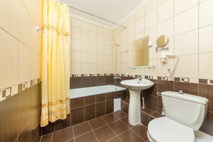 Туалетная комната номера Джуниор Сюит санатория БФО