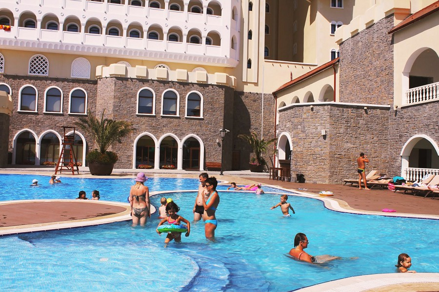 Бассейн отеля Богатырь