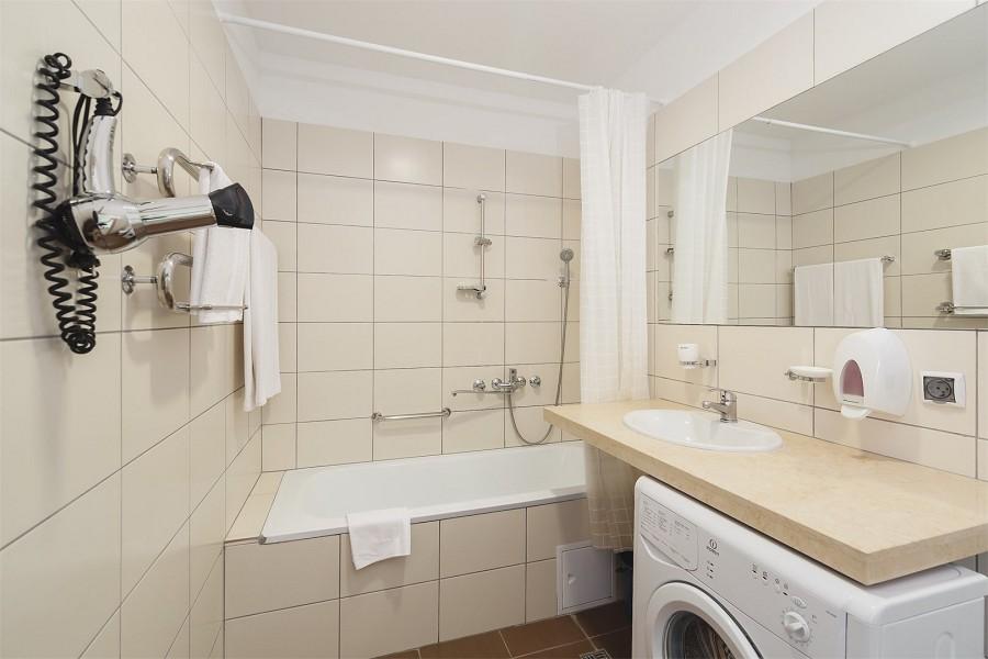 Туалетная комната двухкомнатного апартамента апарт-теля Бревис