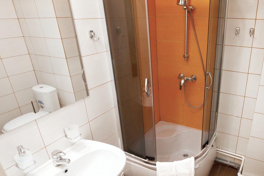 Туалетная комната Семейного двухкомнатного номера отеля Bridge Family, Сочи, Имеретинский курорт
