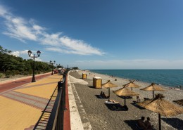 Набережная и пляж Имеретинского курорта в Сочи
