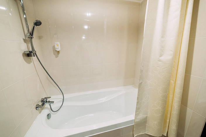 Туалетная комната номера Делюкс в отеле Бристоль