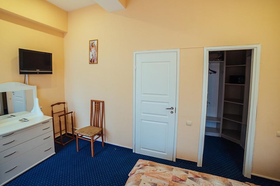 Сюит Семейный двухместный двухкомнатный отеля Бристоль