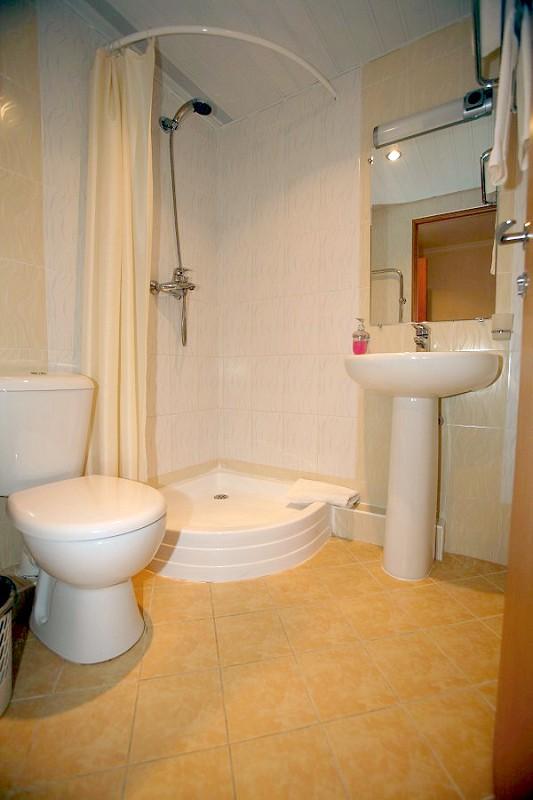 Туалетная комната в Стандартном номере Корпуса №1 пансионата Бургас