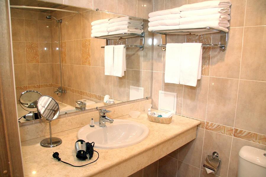 Туалетная комната номера Люкс в Корпусе №1 пансионата Бургас
