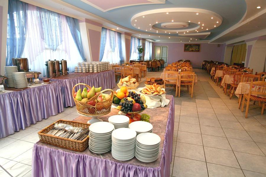 Обеденный зал пансионата Бургас