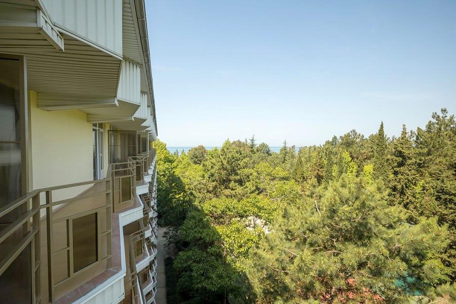 Вид на море с балкона номера в Корпусе №2 пансионата Бургас