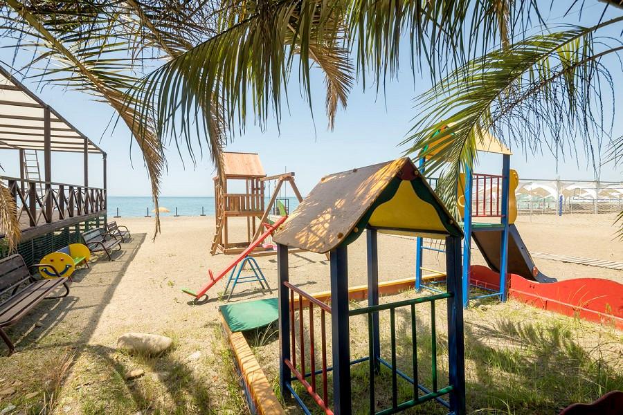 Детская площадка на пляже пансионата Бургас