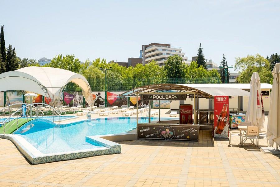 Бар отдыха у бассейна пансионата Бургас